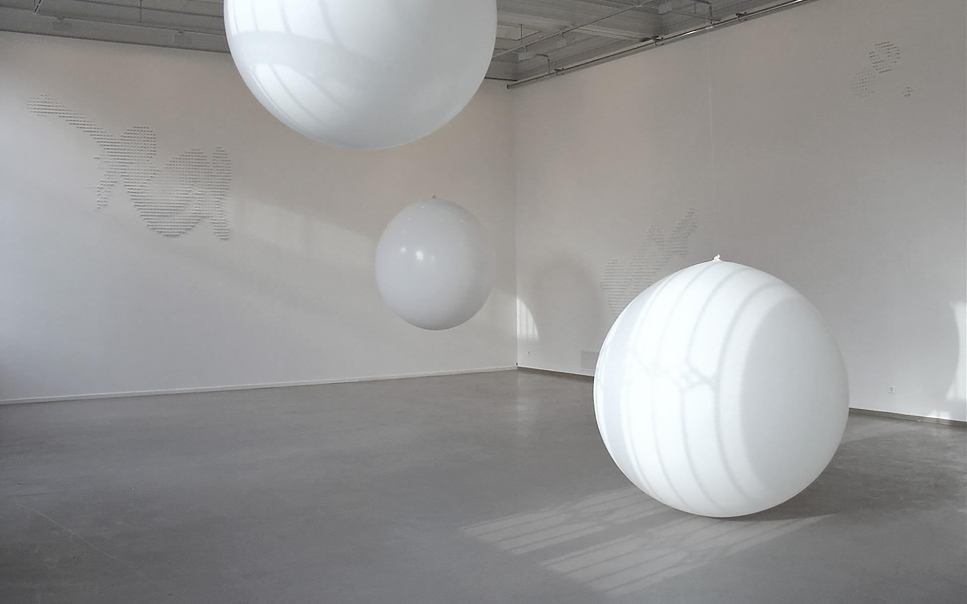 Svevende tilstander  /  Floating States, Kunstbanken, Hamar. 2004
