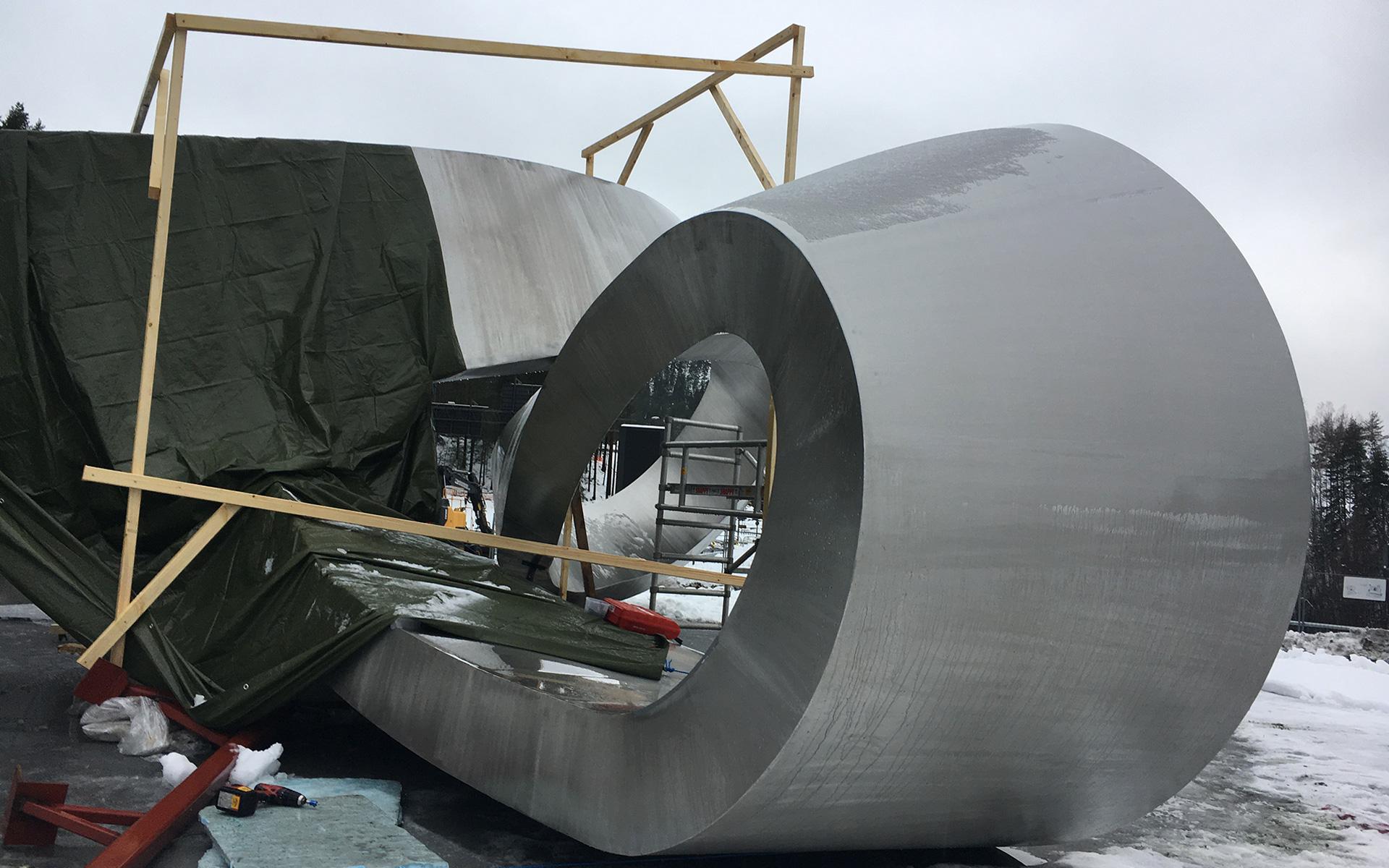 Liggende Møbius, montering / Flat Moebius, installation