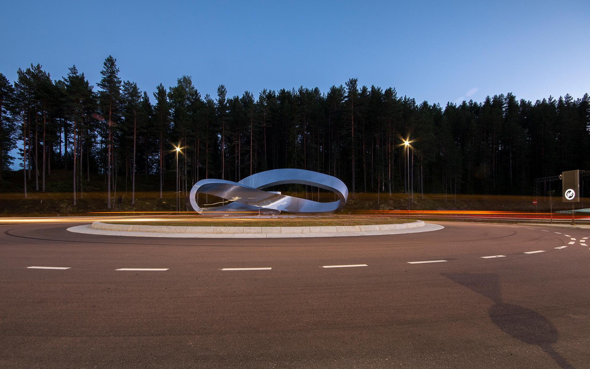 Moebius Variations - Flat Moebius at dusk