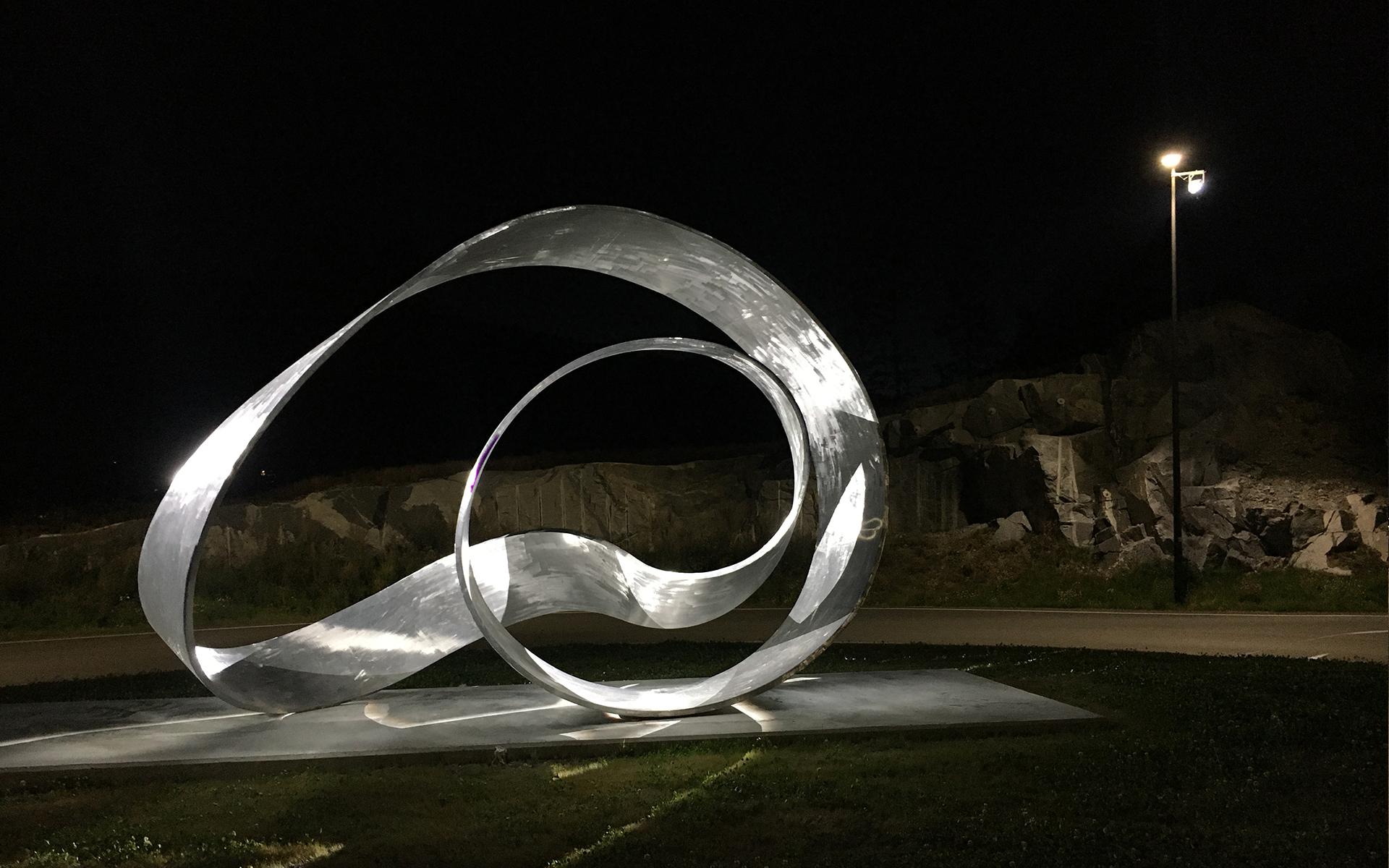 Moebius Variations - Upright Moebius. Light design by Halvor Næss Belysningsdesigner AS