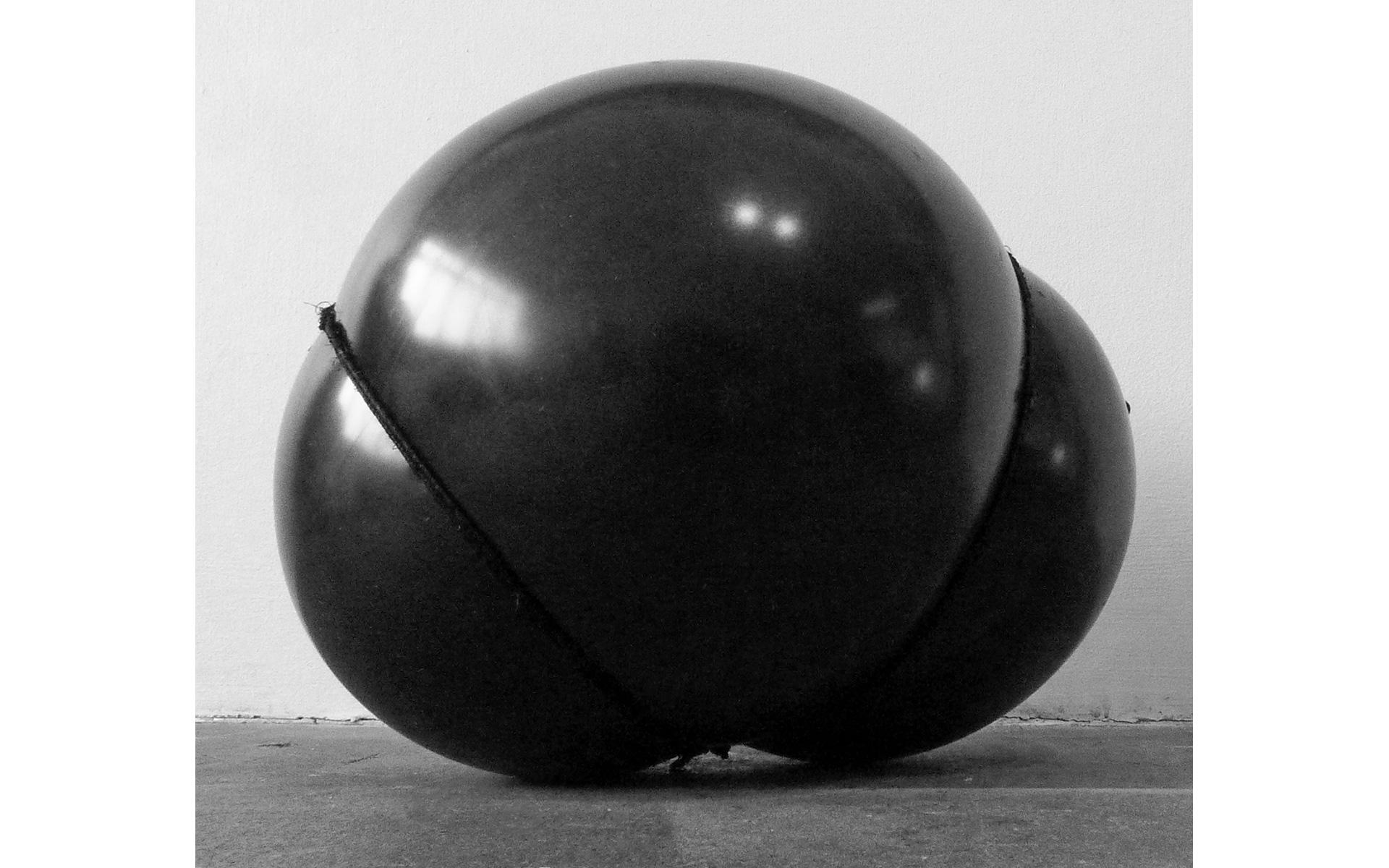 Svart, tett og semispeilende / Dark, semi-reflective Density