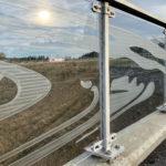 Svirr - 55 meter lang tegning, spiller på lag med lysskiftningene